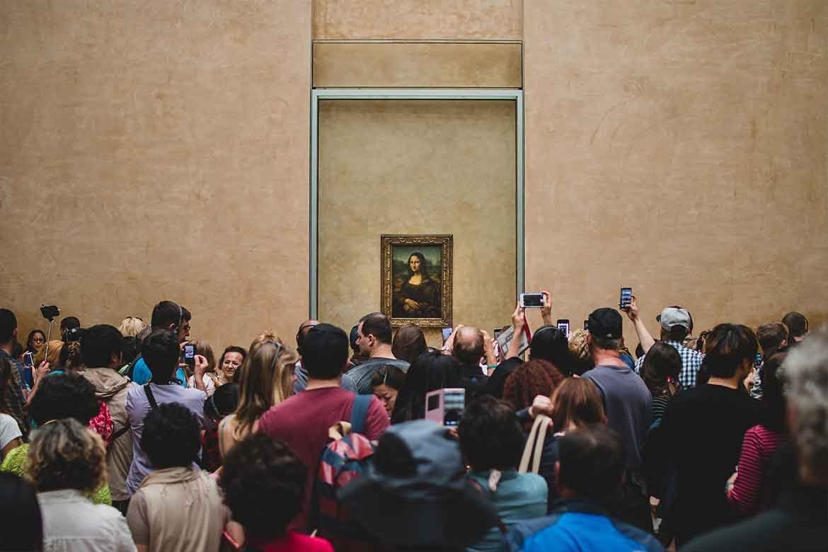 Mona Lisa Is Moving Out from the Louvrea_Lisa_Painting_Is_Moving_Out_from_the_Louvre