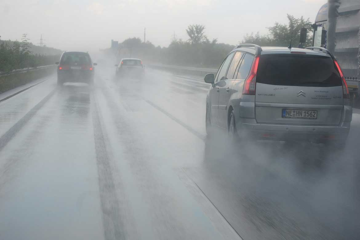 Spread calculations for rainwater on highways