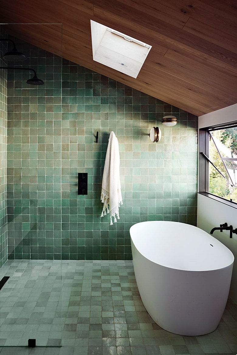Relaxing bathroom interior design Linesmag