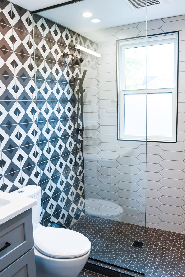 Pattern mix in bathroom design Linesmag